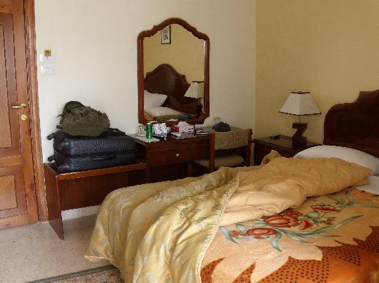 Mosaic City Hotel: My soft blanket !