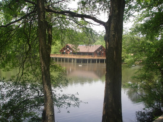 Three Lakes Nature Center and Aquarium