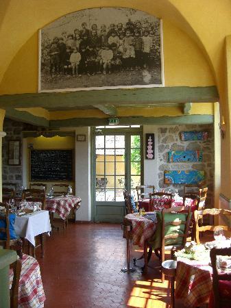 Restaurant l 39 ecole des filles dans le bar sur loup avec - Ecole superieure de cuisine francaise ...