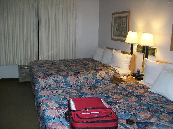 BEST WESTERN PLUS DFW Airport Suites: sleeping area of the suites