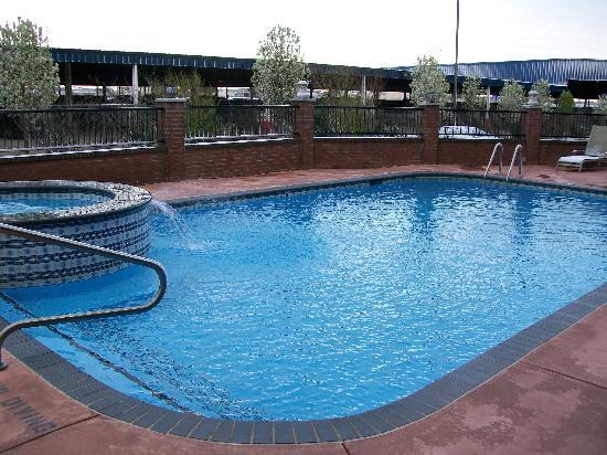 Best Western Plus DFW Airport Suites: pool; notice view on backside of hotel