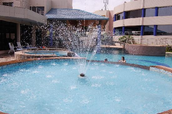 Radisson Blu Hotel, Bamako : Swimming Pool