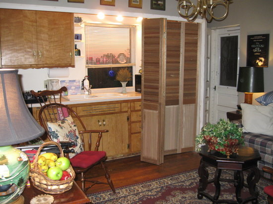 Windrow Place and Chalet Guesthouse, Bed and Breakfast: Kitchenette