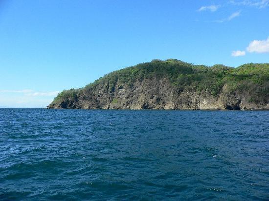Marlin Del Rey Sailing Tours: the coastline of Guanacaste