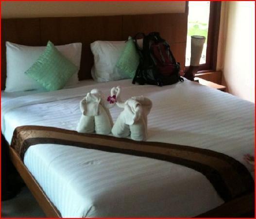 Sunda Resort : Nice room with elephant-styled-folded towels - pleasantly surprised