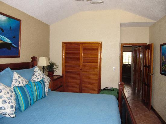 Banyan Bay Suites: Bedroom in condo H4