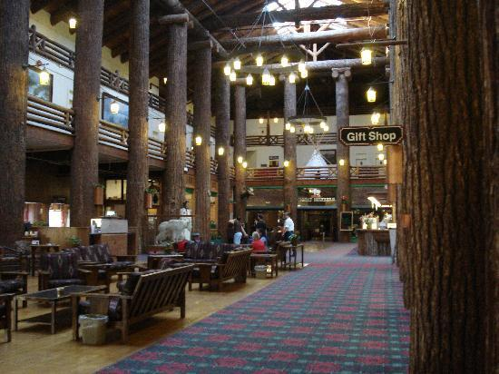 East Glacier Park, MT: Lobby area