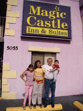 Magic Castle Inn and Suites: We had a great time in our purple castle