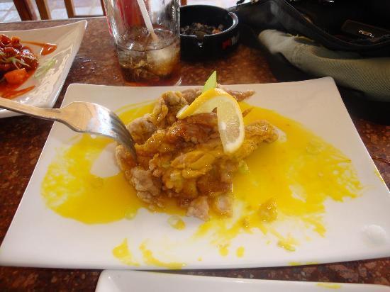 Boracay Beach Club: Yummy Lemon Chicken at Ariel's Bar
