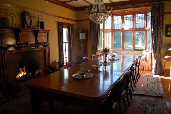 جونيا كنتري إستيت: dining room