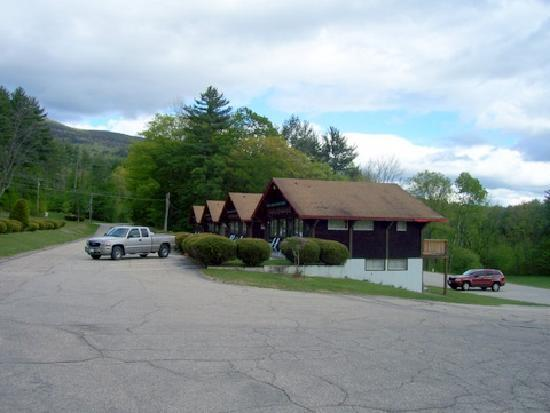 Swiss Chalets Village Inn: One of several buildings.