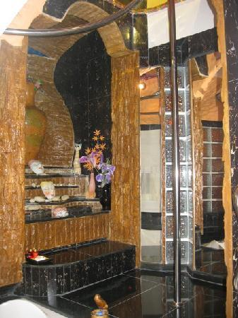 Penthouse Hotel: Fountain