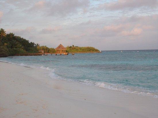 Filitheyo Island Resort: Golden afternoon