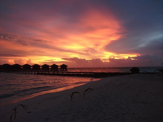 Filitheyo Island Resort: The sky is also fire