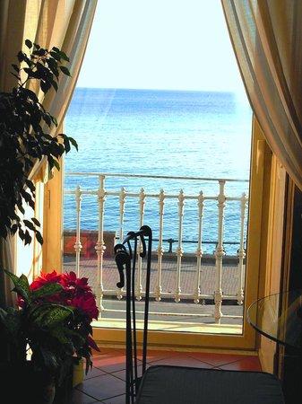 Parteno Bed and Breakfast: Breakfast room