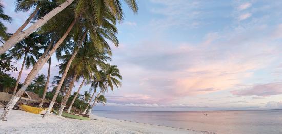 Anda White Beach Resort: Sunset on the beach