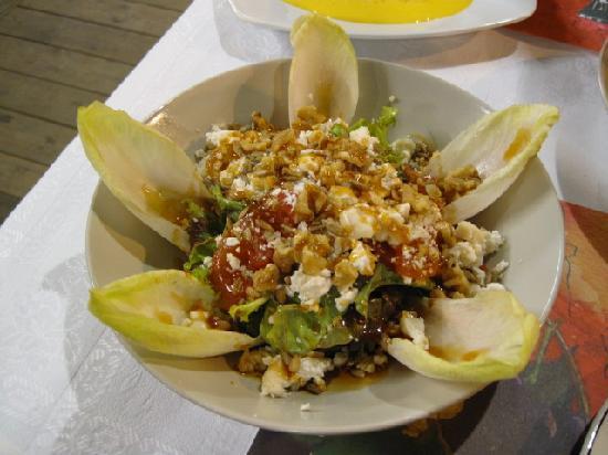 Gran Hotel Ciudad de Barbastro: Salad at Flor