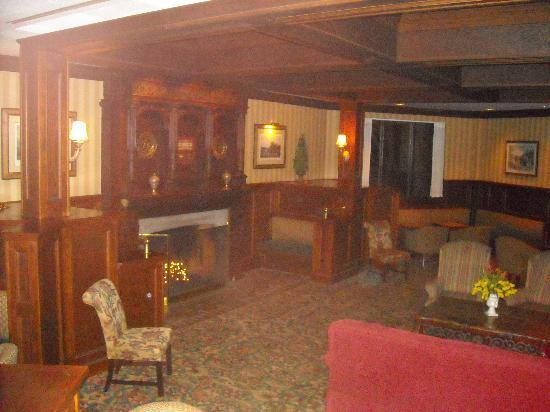 The English Inn of Charlottesville: Relaxing area next to lobby