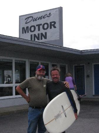 Dunes Motor Inn: Me and Joe