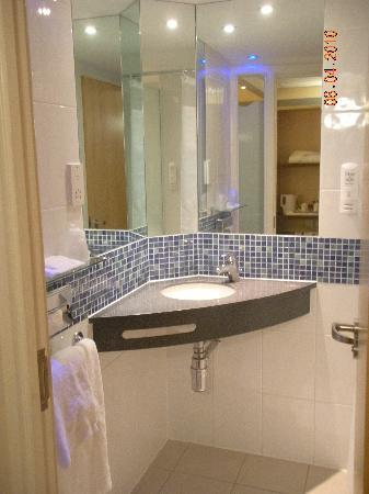 Holiday Inn Express Leicester City: toilet