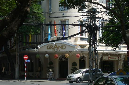 Grand Hotel Saigon: facade without the powerlines airbrushed out.
