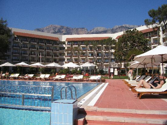 Club Med Palmiye: The pool with the hotel