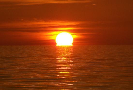 Royal Hawaiian Motel / Botel : Sunset!!!