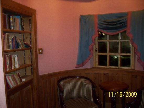 The Bushmills Inn Hotel: locate the secret door