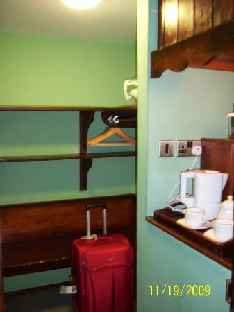 The Bushmills Inn Hotel: Dressing area, closet, tea/coffe making supplies
