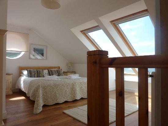 Tolcarne Beach Apartments: Loft bedroom