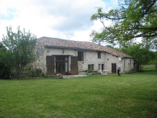 La Roane Yoga & Creativity Centre : The barn (yoga studio to the left hand side)