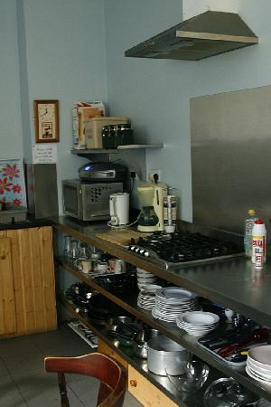 MacGabhainns Backpacker Hostel: Kitchen