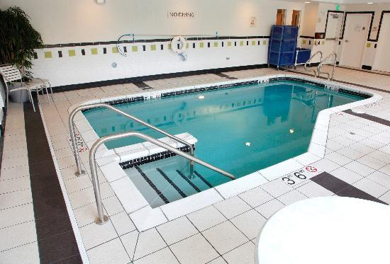 Fairfield Inn & Suites Rockford: Indoor Pool & Whirlpool