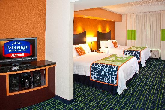 Fairfield Inn & Suites Rockford: Two Queen Suite