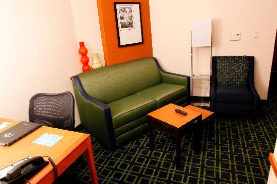 Fairfield Inn & Suites Rockford: Suite Sitting Area