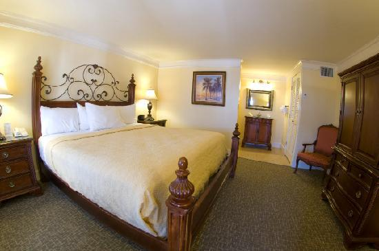 Bayfront Inn: Deluxe King Room