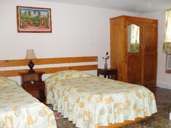 Coconut Villa Hotel : Yellow room