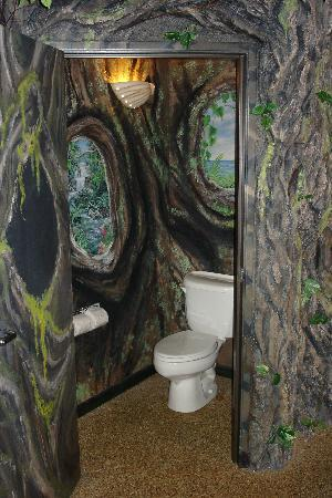 AmericInn Lodge & Suites Rexburg - BYU: Bathroom of Emrald Lagoon
