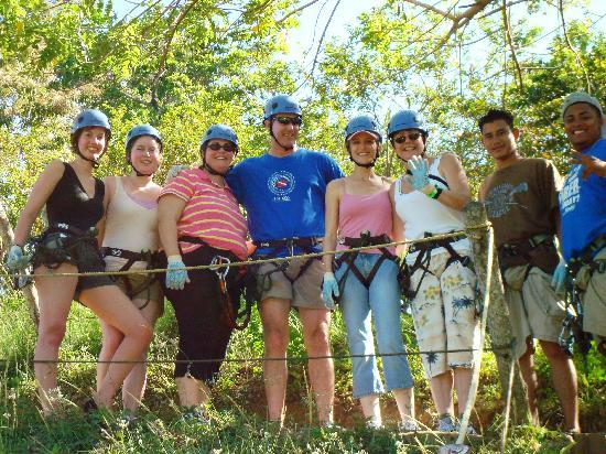 Sandy Bay, Honduras: Our group and zipline guides