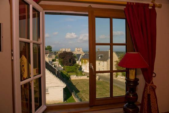 Hotel-Restaurant Belle Vue : Room with a view - of the ruined chateau