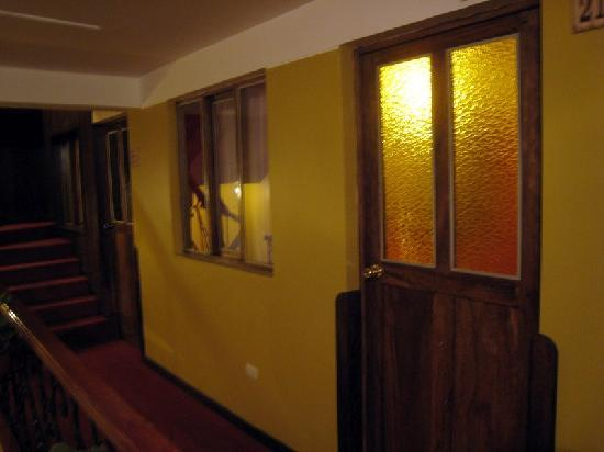 Hotel Sol Plaza Inn: First room with frosted glass door