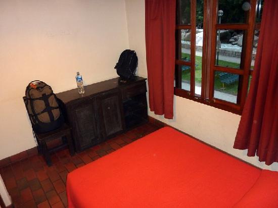 Hostal Plaza: Room