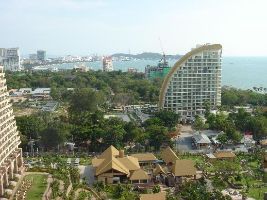 Centara Grand Mirage Beach Resort Pattaya : view from balcony