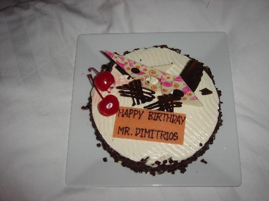 Centara Grand Mirage Beach Resort Pattaya : My surprise birthday cake from the hotel!