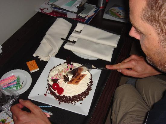 Centara Grand Mirage Beach Resort Pattaya : Birthday cake again, thanks Centara