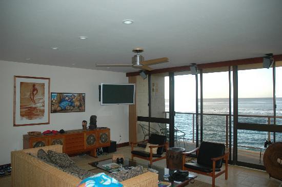 Coastline Cottages Kauai: living room and balcony