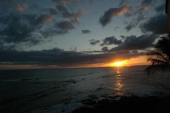 Coastline Cottages Kauai: sunset from the balcony