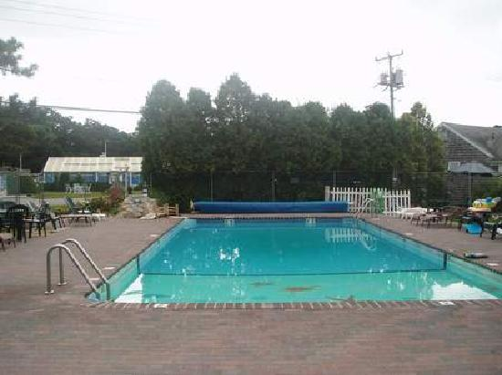 Yarmouth Country Cabins: outdoor heated salt water pool