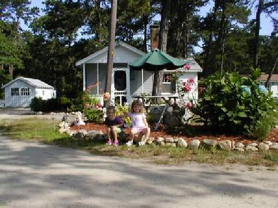 Yarmouth Country Cabins: cabin 19