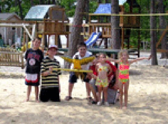 Yarmouth Country Cabins: beachsand playground
